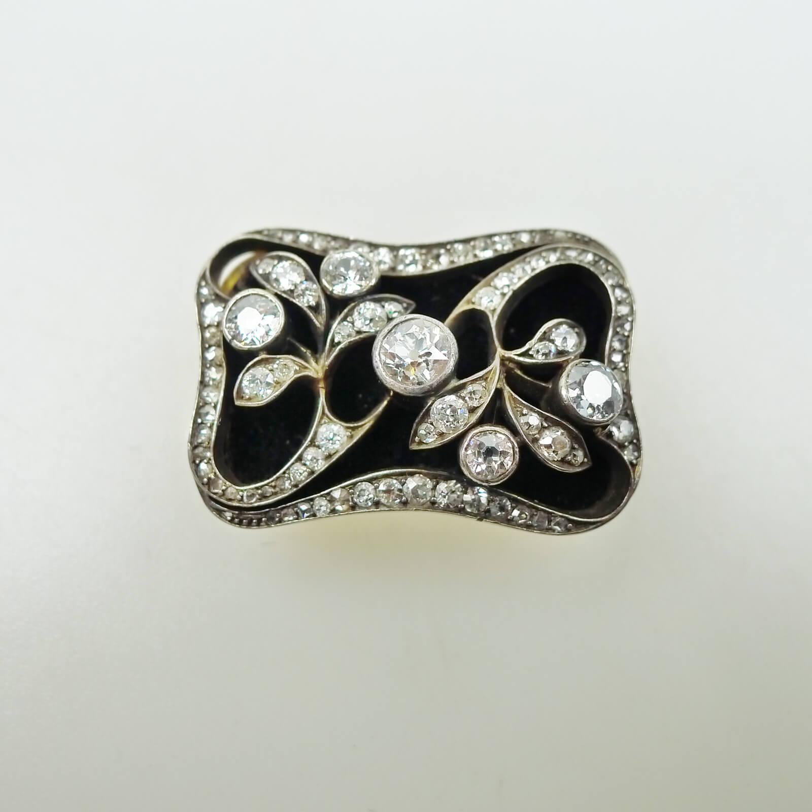 Rectangular Brooch Set with Diamond Over Velvet