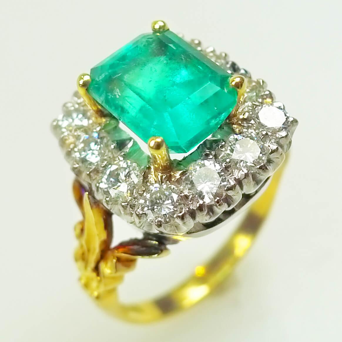 Women's Emerald & Diamond Ring