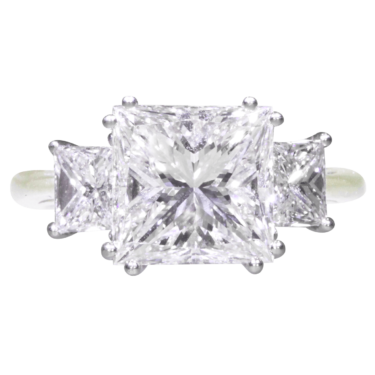 high-jewelry-princess-cut-diamond-ring